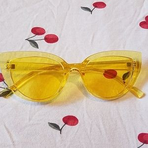 Cat eye frame Yellow sunglasses